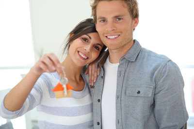 couple-with-key-to-new-home