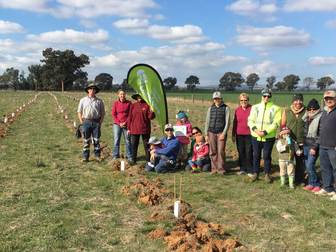 Stroud-Homes-supports-Landcare-Wagga-Wagga-planting-4
