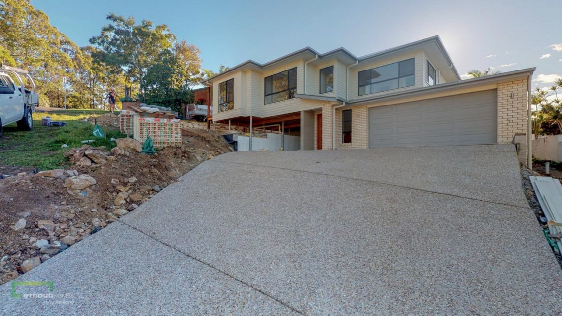 Stroud Homes Gold Coast South Benowa Sloped Block New Home Build