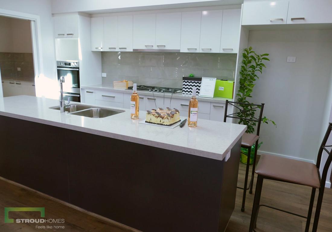 Stroud-Homes-Melbourne-North-Happy-Handover-Deb-Gavin-4