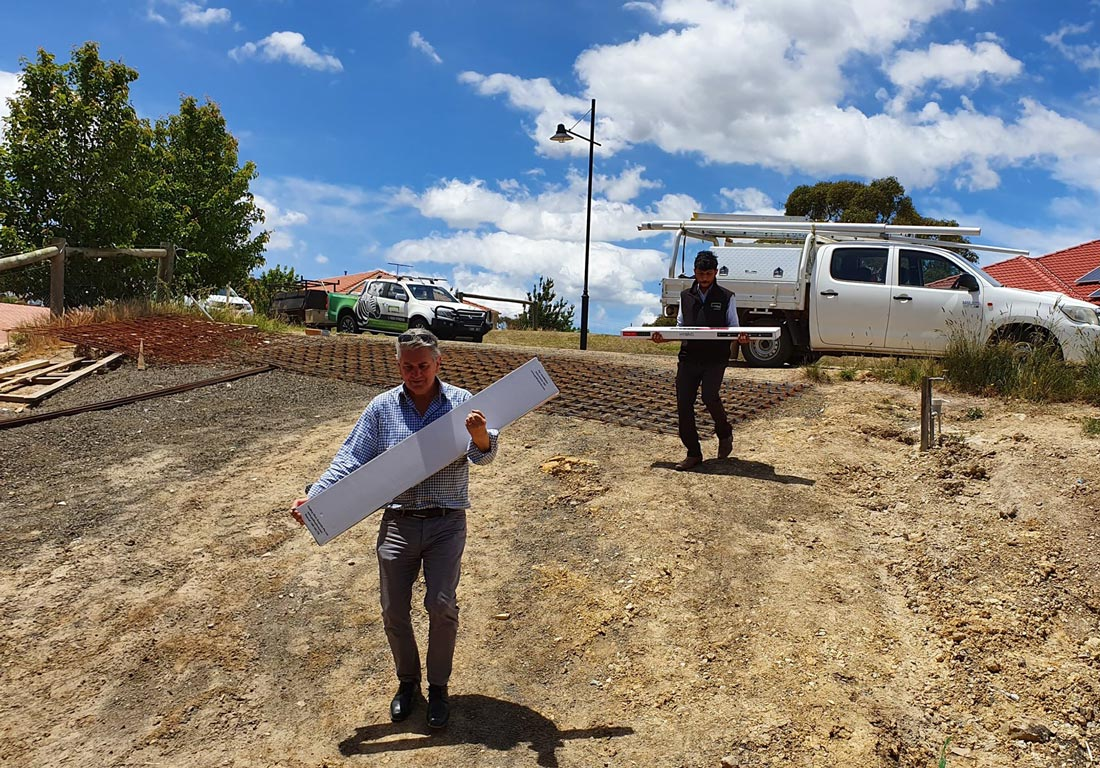 Stroud-Homes-Melbourne-North-Mark-Adi-all-hands-on-deck